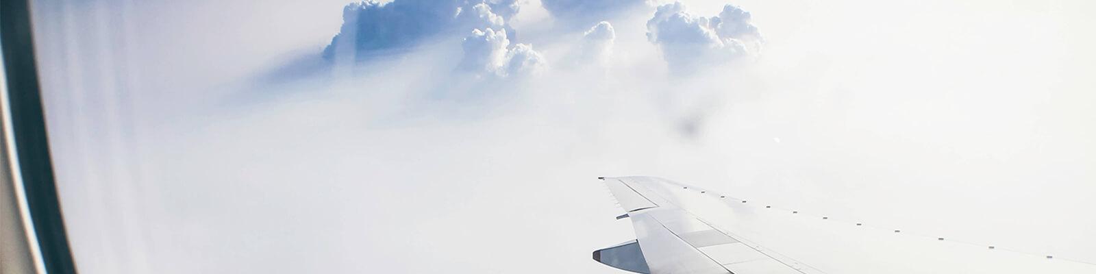 Sicht aus einem Flugzeugfenster