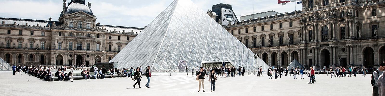 Louvre in Paris von außen
